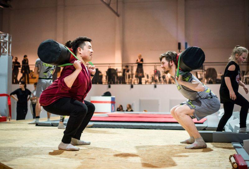 Lekcje WF-u, ćwiczenia fizyczne na trampolinach w Opolu