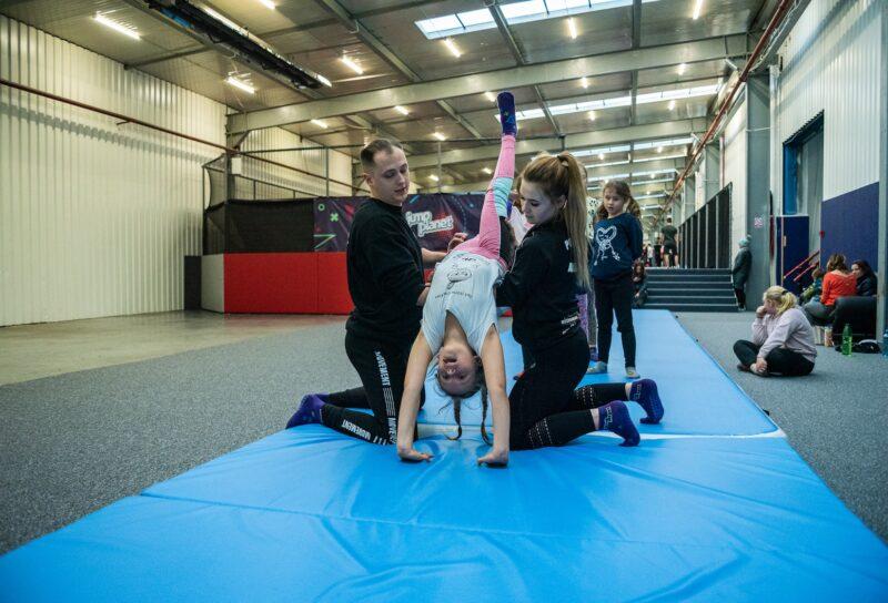 Akrobatyka dla dzieci i zajęcia z gimnastyki w Nowym Targu